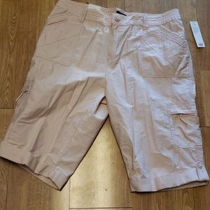 NWT shell pink cargo capris 16W